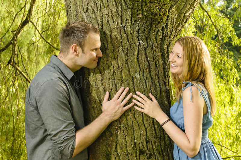 在爱的年轻夫妇 免版税图库摄影