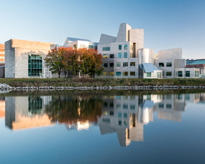 在爱荷华大学的现代大厦 库存照片
