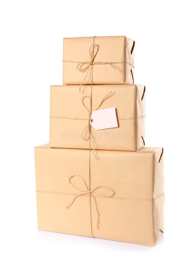 在牛皮纸包裹的被堆积的小包 库存图片