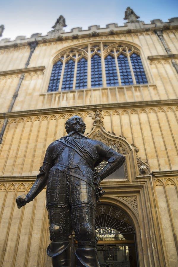 在牛津大学的雕象 库存照片