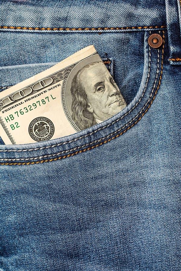 在牛仔裤口袋特写镜头的美元钞票 免版税库存图片
