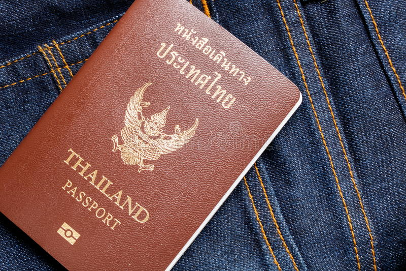 在牛仔裤的泰国护照 库存图片