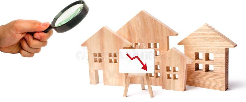 在物产价格的一种衰落 人口衰落 在抵押的下跌的兴趣 减少受欢迎为购买  免版税库存图片