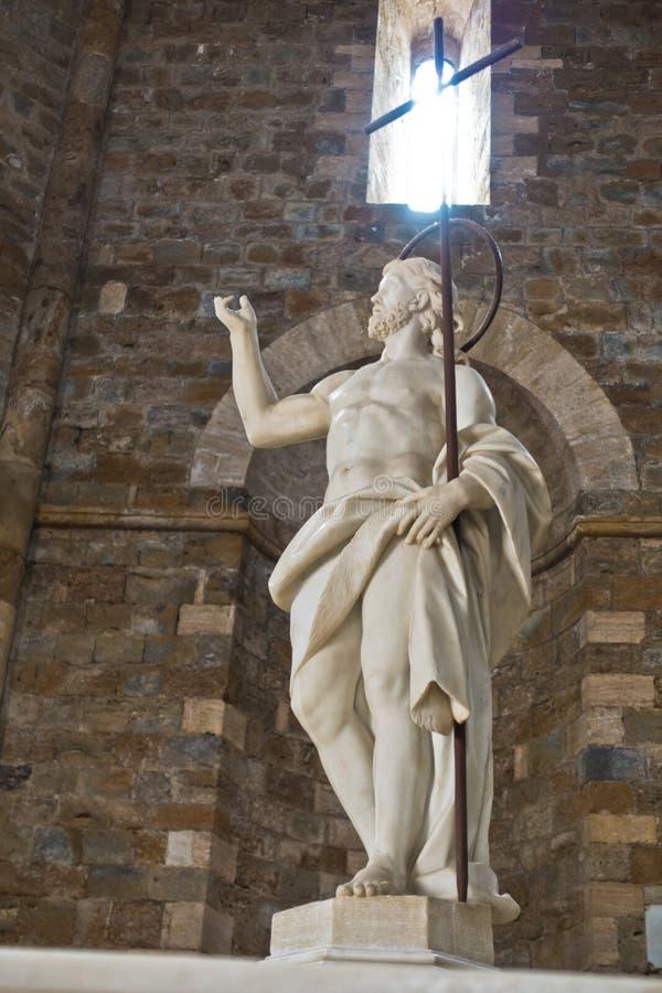 在牵牛星前面的雕塑在沃尔泰拉大教堂,托斯卡纳 库存图片