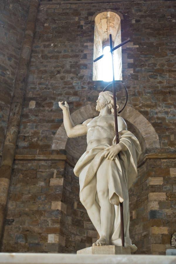 在牵牛星前面的雕塑在沃尔泰拉大教堂,托斯卡纳 图库摄影