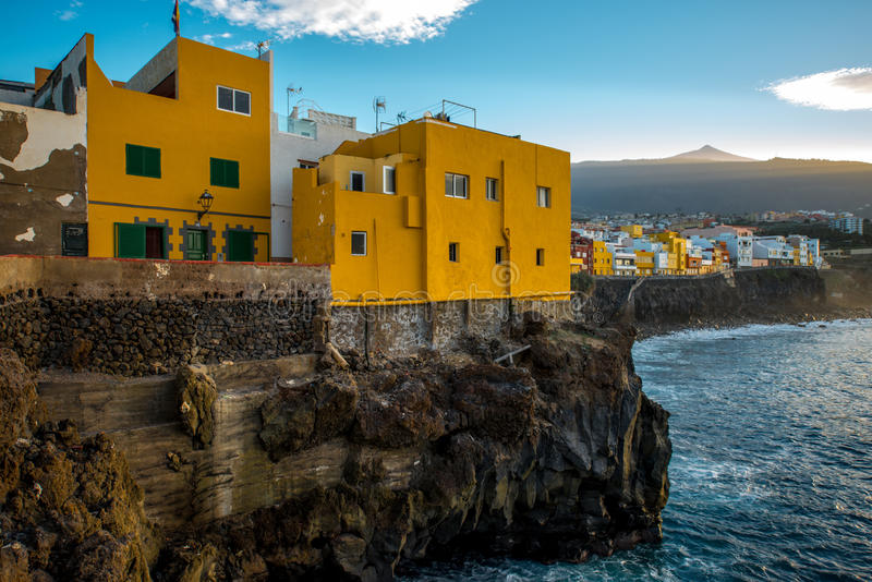 在特内里费岛海岛上的蓬塔Brava镇 库存图片