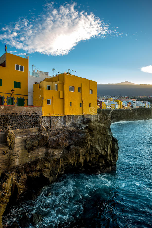 在特内里费岛海岛上的蓬塔Brava镇 免版税图库摄影