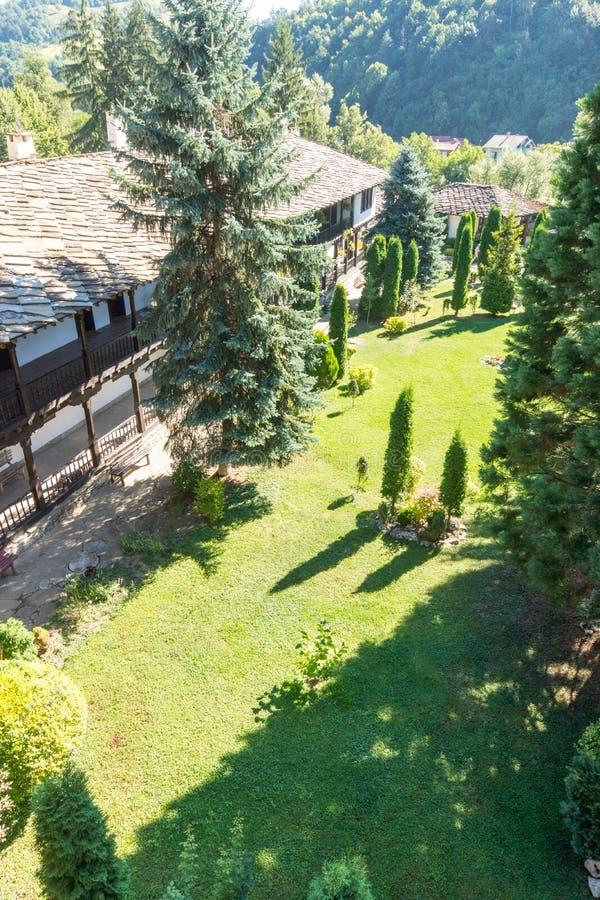 在特罗扬修道院,保加利亚的阳台的新手重建者 库存照片
