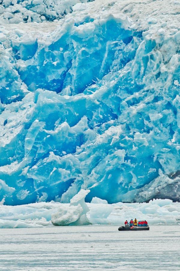在特雷西胳膊冰川,阿拉斯加的黄道带巡航 库存照片