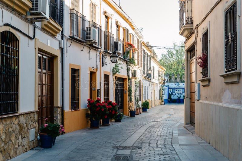 在犹太处所的老典型的狭窄的街道科多巴与 库存图片