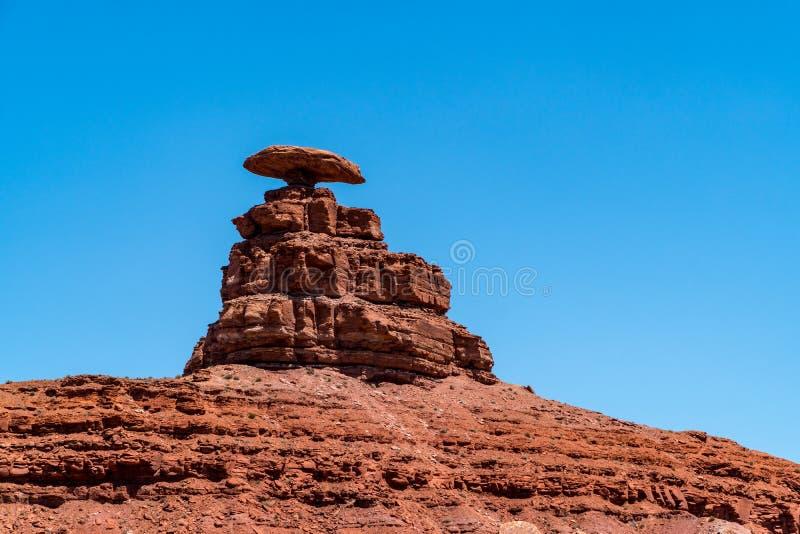 在狂放的沙漠风景的石形成在神的谷在犹他,美国 免版税库存图片