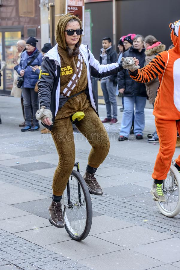 在狂欢节队伍的单轮脚踏车入侵者,斯图加特 库存图片