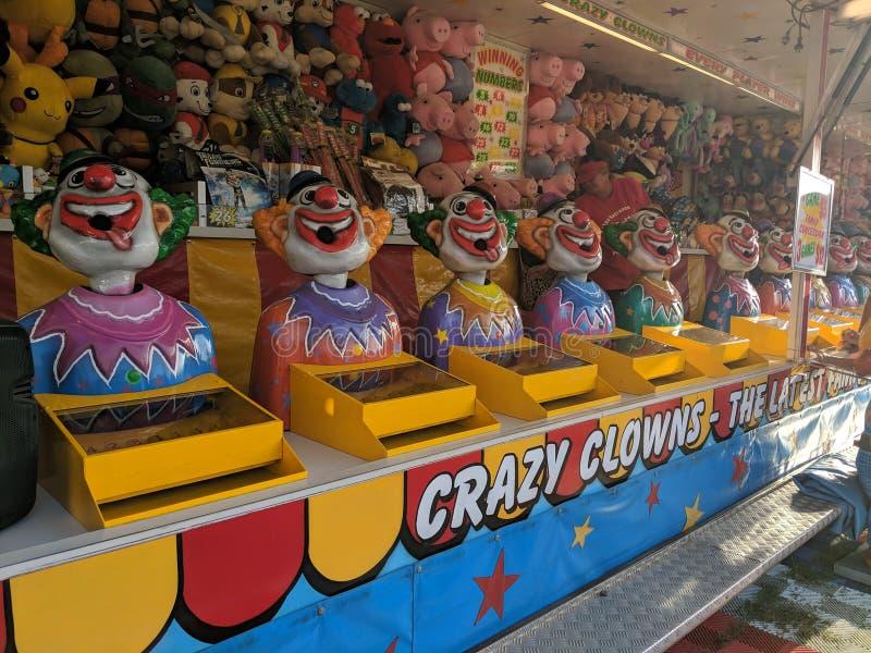 在狂欢节马戏的小丑比赛 库存照片