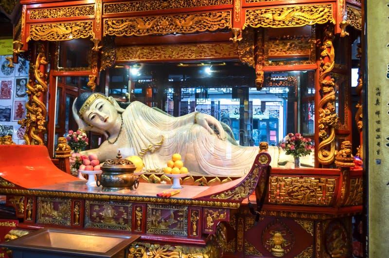 在玉佛寺的菩萨雕象在上海,中国, 库存图片
