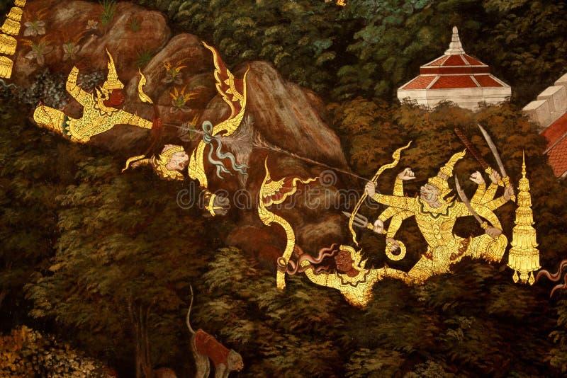 在王宫、曼谷,泰国泰国神话和传统的鹰报绘画 免版税库存照片