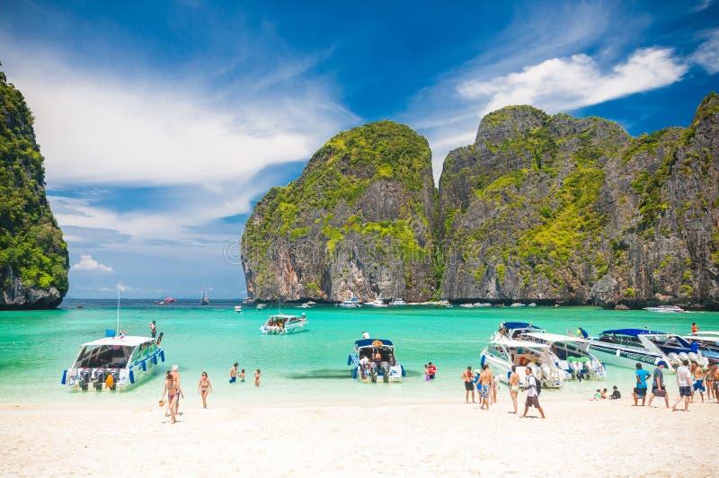 在玛雅人绿松石水的汽船在酸值发埃发埃海岛,泰国咆哮 免版税库存图片