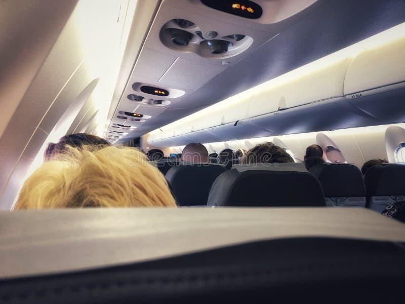 在现代喷气机飞机客舱里面 免版税库存照片