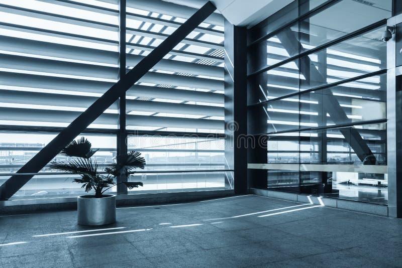 在现代大厦的视窗 免版税图库摄影