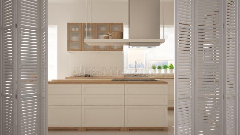在现代最低纲领派厨房的白色折叠门开头有海岛的,白色室内设计,建筑师设计师概念,迷离 免版税库存图片