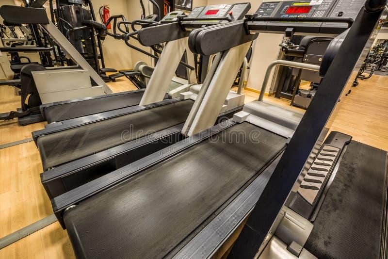 在现代健身房的踏车 免版税库存图片