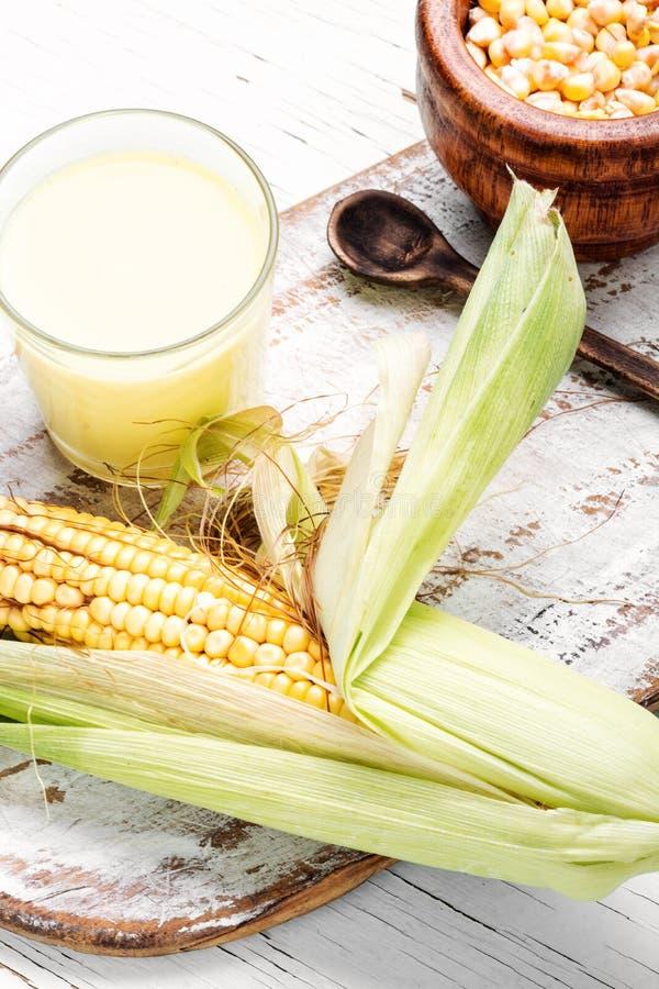 在玻璃的玉米牛奶 免版税库存照片