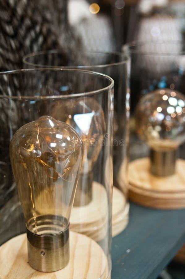 在玻璃的电灯泡刺激家庭装饰 免版税库存照片