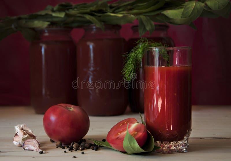 在玻璃的番茄汁 免版税库存照片