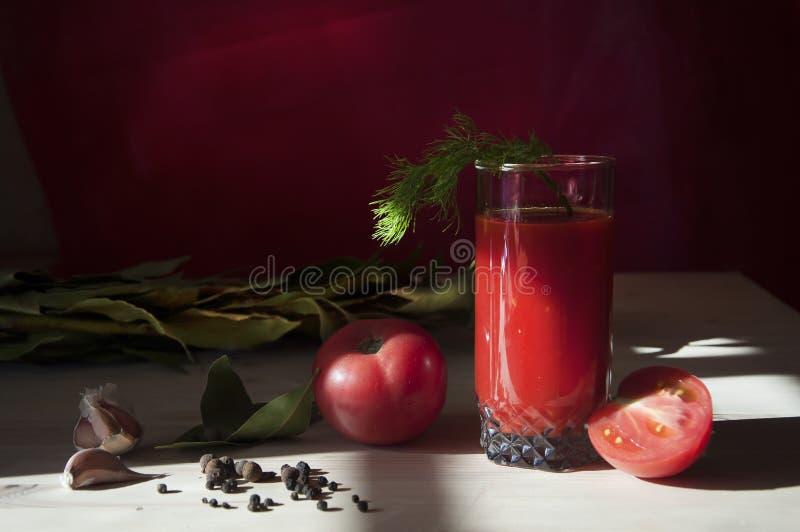 在玻璃的番茄汁 免版税库存图片