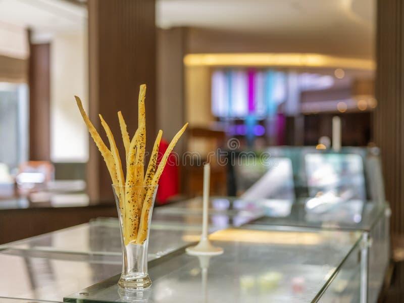 在玻璃装饰的一根自创乳酪棍子位于万隆,印度尼西亚 库存图片