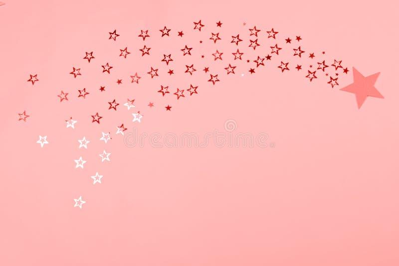 在珊瑚定调子的星状五彩纸屑流星 图库摄影