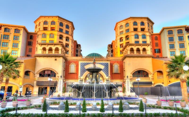 在珍珠,人工岛的喷泉在多哈,卡塔尔 图库摄影