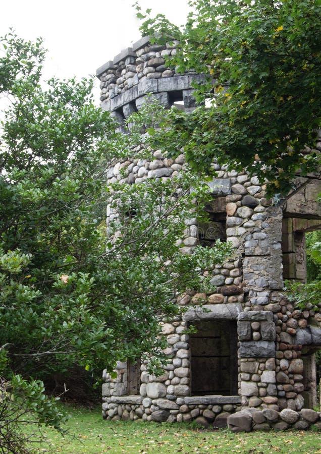 在班克罗夫特城堡,格罗顿,马萨诸塞,密德萨克斯郡塔的夏令时  免版税库存照片