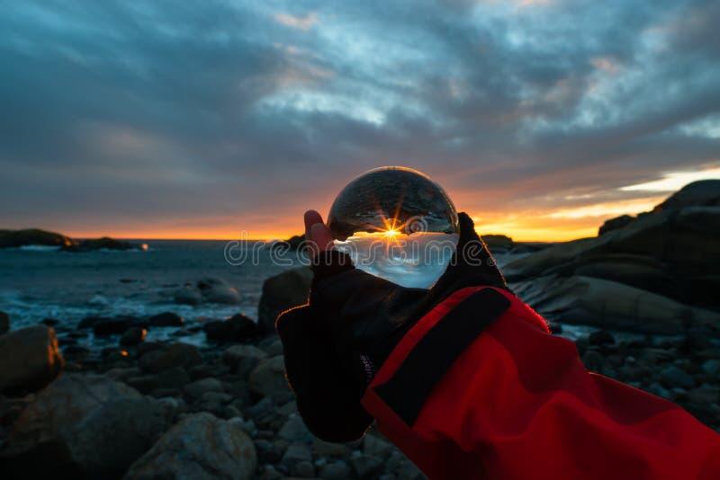 在球的日出在Eftang,拉尔维克,挪威 库存照片