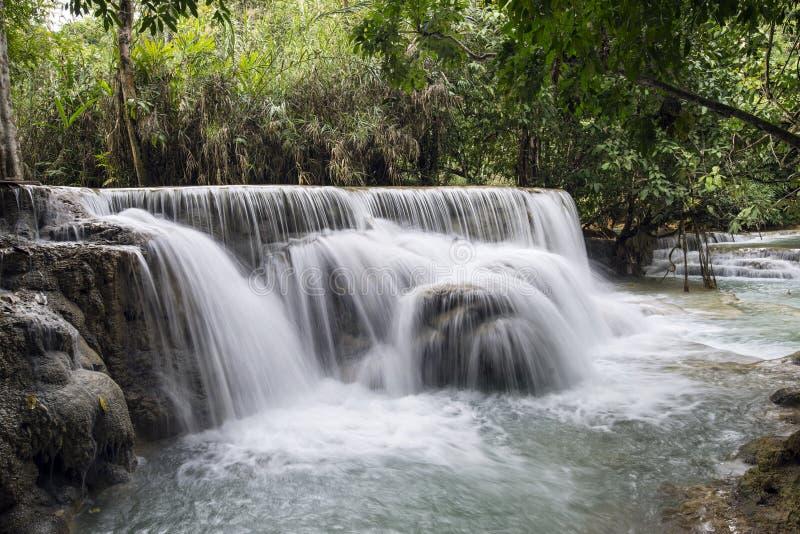在琅勃拉邦附近的瀑布 免版税库存图片