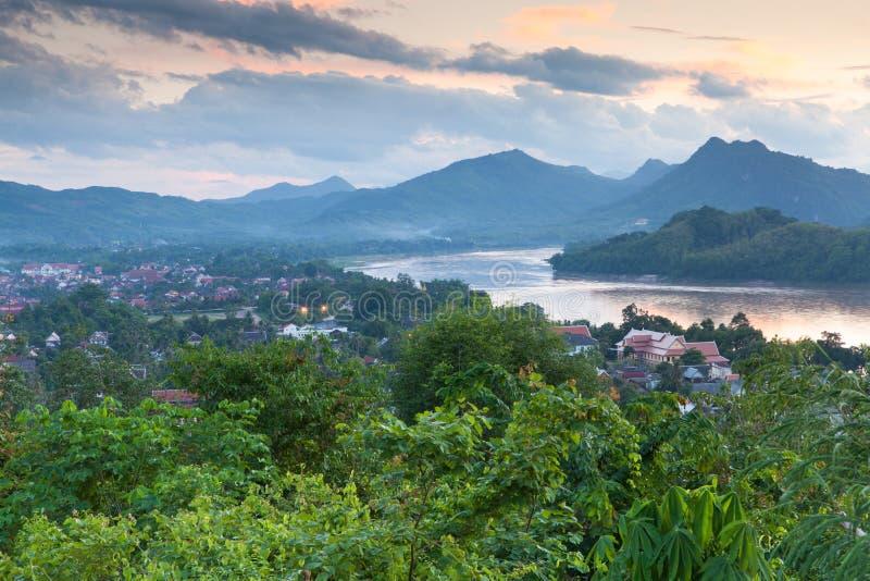 在琅勃拉邦,老挝的晚上视图 免版税图库摄影