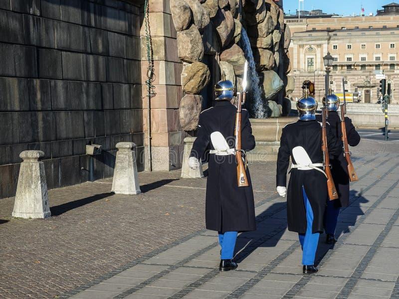 在瑞典语的皇家卫兵:Högvakten,在斯德哥尔摩王宫的主要卫兵 库存照片