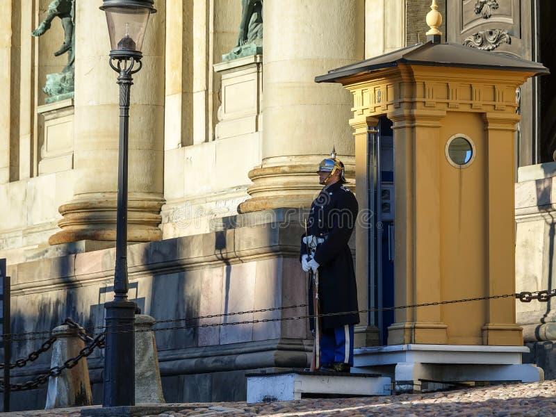 在瑞典语的皇家卫兵:Högvakten,在斯德哥尔摩王宫的主要卫兵 免版税库存图片