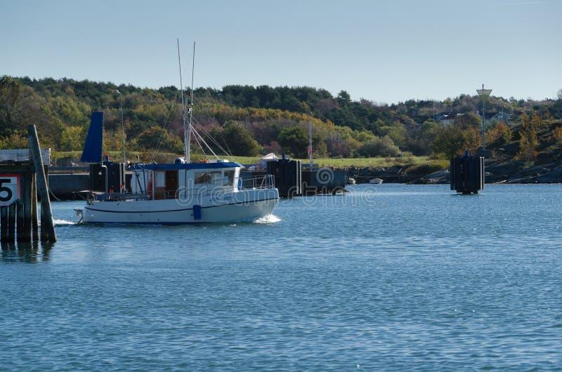 在瑞典westcoast的一小fishingboat 免版税图库摄影