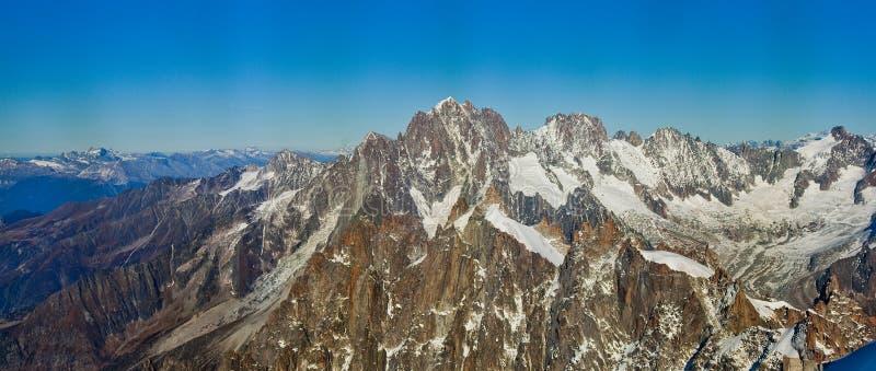 在瑞士人的Snowly山在日内瓦、蓝天、Eurone自然、石头和新鲜空气瑞士附近 免版税库存照片