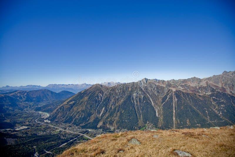 在瑞士人的Snowly山在日内瓦、蓝天、Eurone自然、石头和新鲜空气附近 库存照片