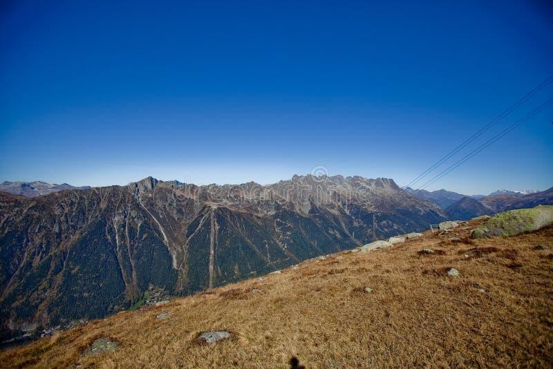 在瑞士人的Snowly山在日内瓦、蓝天、Eurone自然、石头和新鲜空气附近 库存图片