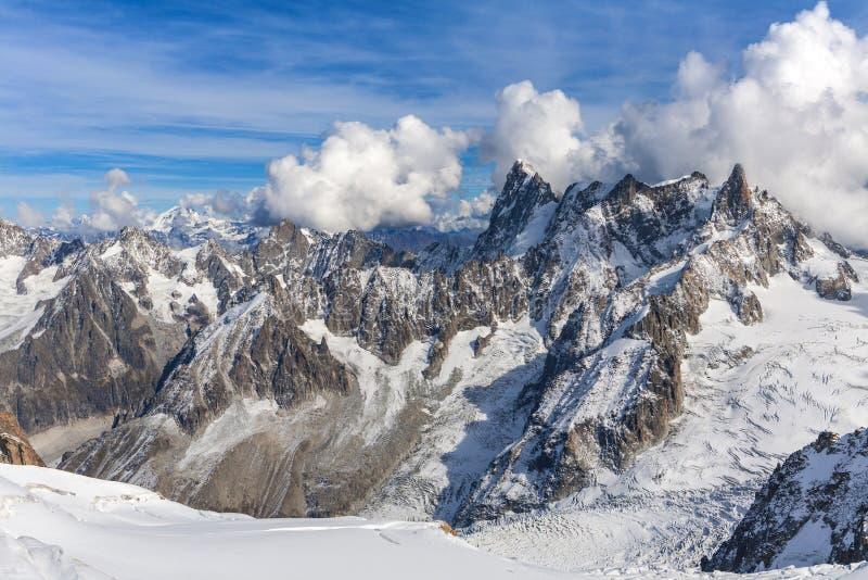 在瑞士山风景的看法 免版税库存照片