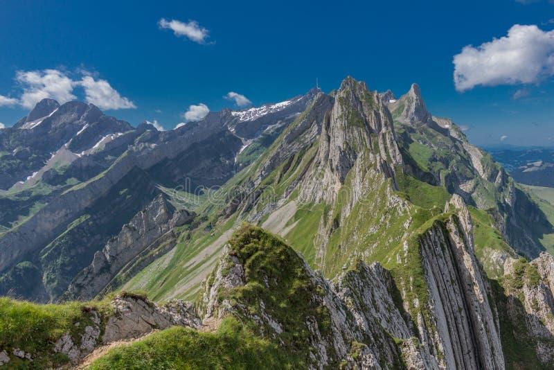 在瑞士的阿彭策尔山上进行美丽的探险之旅 -阿彭策尔/阿尔普斯坦/瑞士 库存照片