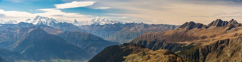 在瑞士阿尔卑斯的全景从Bettmeralp 免版税库存照片