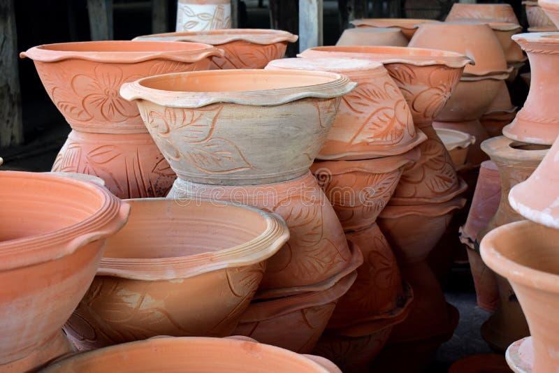 在瓦器工厂的Potteries 免版税库存图片