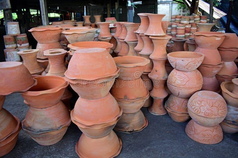 在瓦器工厂的Potteries 库存照片