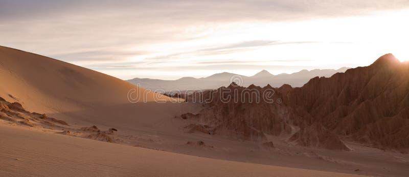 在瓦尔de la Muerte盐溶形成和沙丘 库存照片