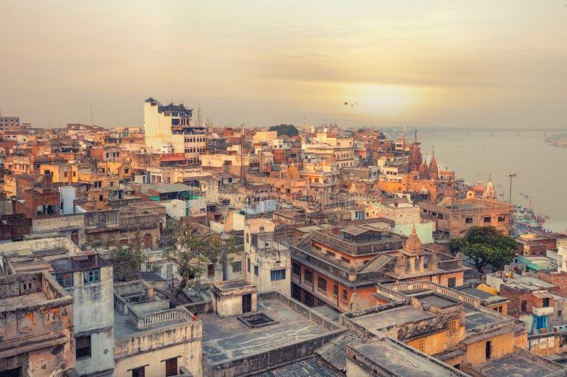 在瓦腊纳西的日落视图在风筝节日期间 免版税库存图片