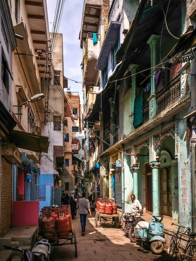 在瓦腊纳西,印度街道上的生活  库存照片
