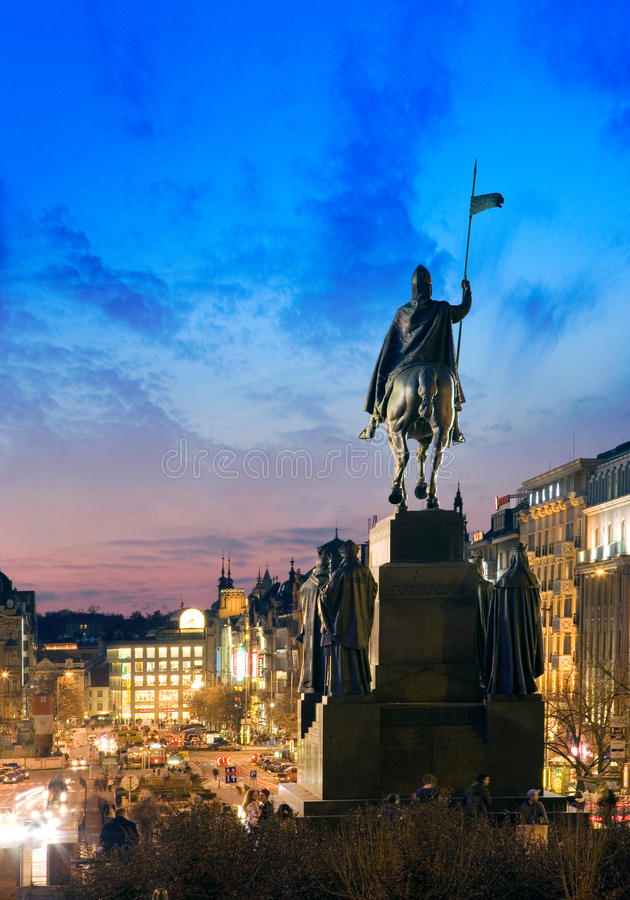 在瓦茨拉夫广场,新市镇的St Wensceslas雕象在布拉格,捷克共和国 免版税图库摄影
